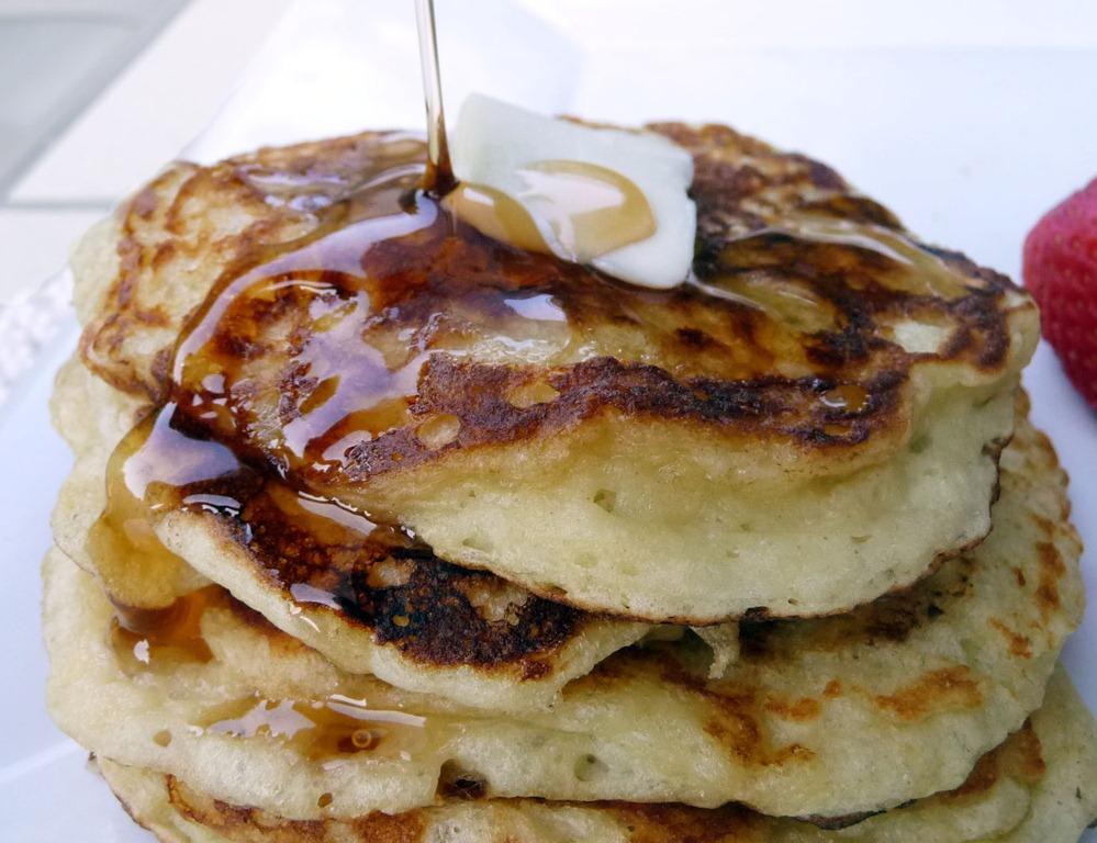 ... from: http://www.everydaybelle.com/2011/06/greek-yogurt-pancakes
